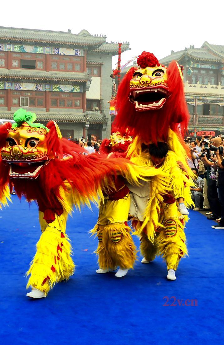 成都开业庆典 舞龙舞狮的现实中精彩表演